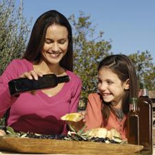 Degustare correttamente l'Olio Pangia Extravergine di oliva italiano, significa vivere al meglio la buona tavola.