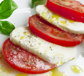 Caprese, Olio Pangia ne esalta il sapore. Extra virgin olive oil Pangia - Italy
